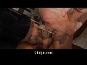 Облизывает необрезанную залупу видео