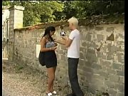 Видео девушка садится пиздой подруги на лицо