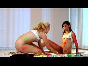 Image Lésbicas pintoras se melando de tinta colorida