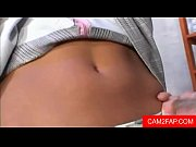 Голая девушка показывает анатомию порно