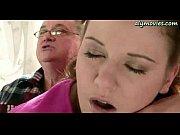 Сестра и брат увидели мать в ванной