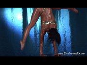 Осмотор рабынь на невольничном рынке видео