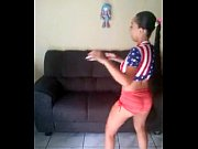 Picture Brasileira dancando funk
