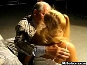 Секс видео груповой на одну бабу