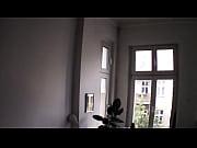 Молодой человек ебет дома свою девушку видео