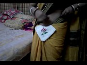 Desi tamil Married aunty exposing navel in saree with audio, tamil aunty mom39s son videochool xxx rachna h Video Screenshot Preview