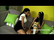 Darkhair cougar seduces young skinny babe with ...