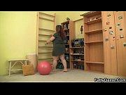 Русский муж смотрит как жена трахается с другим