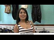 порно кастинг на чёрном кожаном диване