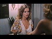 Порно видео девушки снимают трусы на подиуме