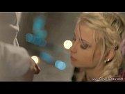 Порно толпа с блондинкой