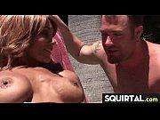 Порно видео большие титьки две девушки и парень в фитнес клубе