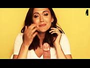 Выступление обнаженной модели видео
