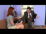 Трое мужиков и мама с дочкой порно видео