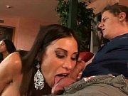 Мать застукала сына за нюханием лифчика