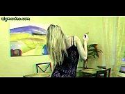Ебут рукой волосатые пизды зрелых баб на видео