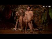 Молодая парочка снимает свое порно