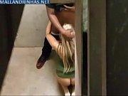 Парень трахает накачанную девушку