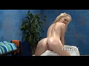 Девушка маструбирует себе анус за рулём секс видео