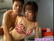 Порно девушка во время просмотра телевизора
