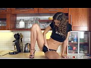 Рыжая азиатка мастурбирует перед веб камерой