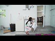 Одна баба заставляет другую лизать видео