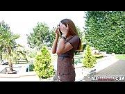 Женщина маструбирует на веб камеру