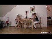 Порно русская в одной постели с женой и любовникаом
