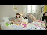 Девушке трогают грудь большую видео