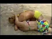 Русские девченки суют впиську предметы