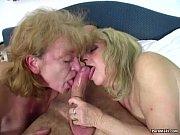 Нигер в туалете трахает симпотную блондинку