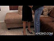 Шикарная женщина в чулках развела юнца на куни порно онлайн