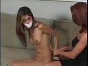 Любит ласкать киску телочки перед сексом видео