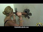 Русские девки заставляют подругу лизать им пезды