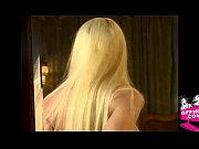 Порно видео сосут в ночных клубах