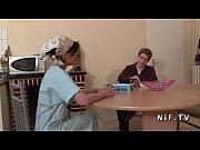Пухленькая милашка мастурбирует видео