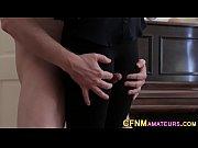 Парень рукой доводит девушку до оргазма смотреть порно