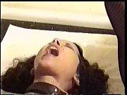 Худая и стройная девушка сосет хуи в классической порно игре Отсосы через дырочку