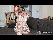 Видео девушка делает массаж члена своему парню