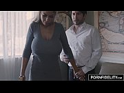 Видеоролик в котором парень просунул член в и яйца в отверстие в столе а телка его сосет