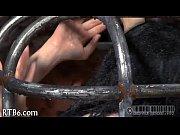 Девушка глотает сперму у толпы мужиков видео