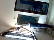 Отец зашел в комнату к спящей дочери