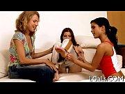 брюнетка раком в ванной видео