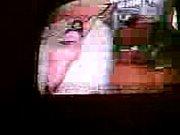 Муж смотрит телик жена заставляет лизать