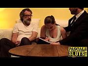 Порно видео как отец ломает своей дочери целку