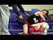 Молодая лесбиянка дрочит пизду видео
