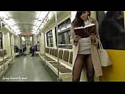 Девушка показывает свои сиськи в скайпе