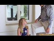 hd смотреть онлайн блондинка пьет полный бокал спермы