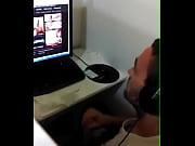 gay porno mirando cyber el en masturbándose sorprendido es Hetero