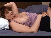 Девушка сует себе в вагину острый предмет фото 531-450